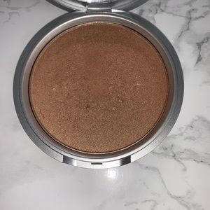 theBalm Makeup - THE BALM BETTY LOU-MANIZER HIGHLIGHTER
